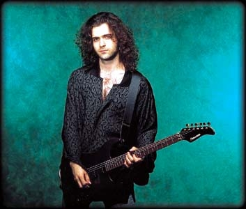 medium_dweezil_zappa.2.jpg